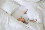 Baby girl asleep in bed - CUF36784