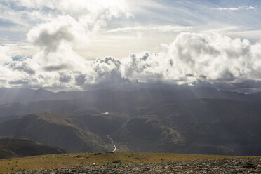 United Kingdom, England, Cumbria, Lake District, view of valleys and clouds from Helvellyn peak - WPEF00559