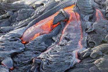 USA, Hawaii, Big Island, Volcanoes National Park, lava flowing from Pu'u O'o' volcano - CVF00921