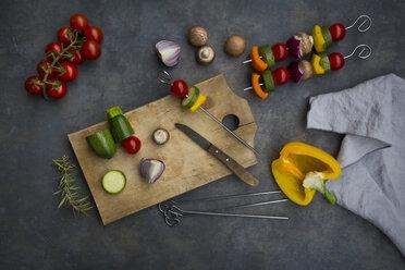 Preparing of vegetarian grill skewers - LVF07183
