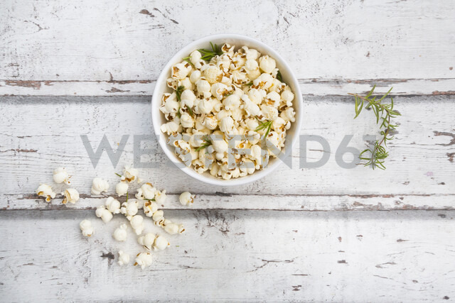 Homemade popcorn with rosemary and parmesan - LVF07192