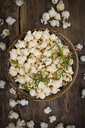 Homemade popcorn with rosemary and parmesan - LVF07198