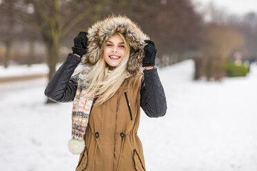 Portrait of fashionable teenage girl in winter - WPEF00573