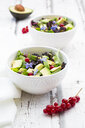 Mixed salad with avocado, red currants and borage blossoms - LVF07209