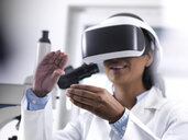 Female scientist using virtual reality to understand a research experiment in the laboratory - ABRF00160