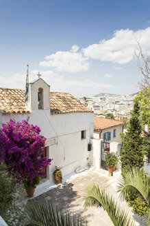 Greece, Attica, Athens, Plaka district, greek chapel and flowering bougainvillea - MAMF00139
