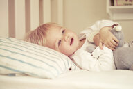 Baby girl lying in bed - CUF39400