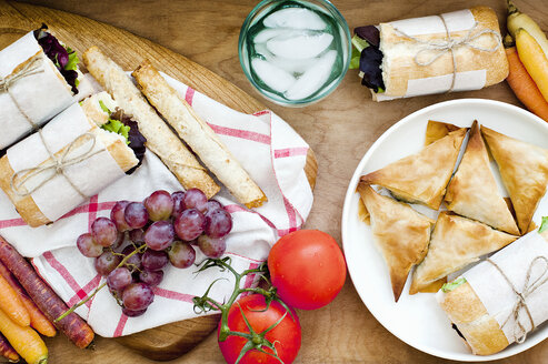 Ciabatta, puffs and fruits - CUF39499