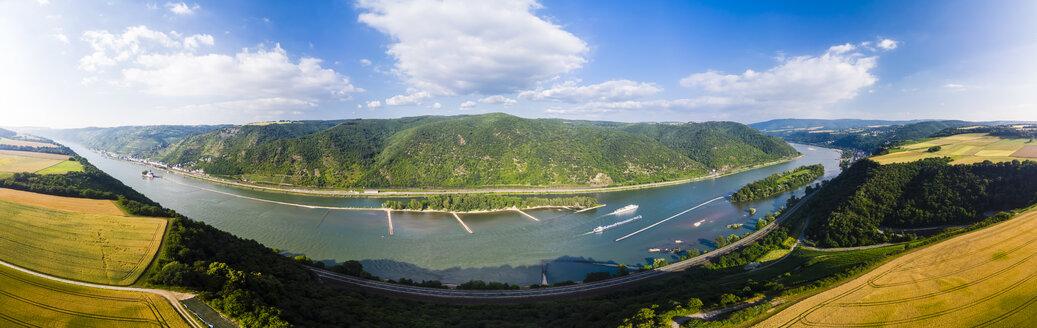 Germany, Rhineland-Palatinate, Bingen region, Henschhausen am Rhein, Panoramic view of grain fields, Kaub and Pfalzgrafenstein Castle - AMF05816