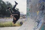 Tattooed man doing parkour in a skatepark - ACPF00084