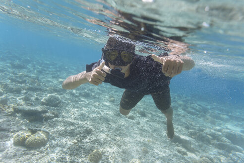 Indonesia, Bali, Young man snorkeling - KNTF01133