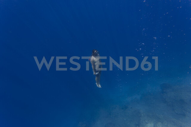 Indonesia, Bali, Young man snorkeling - KNTF01139