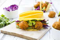 Tacos with mixed salad, sweet patato Falafel, carrot, red cabbage, yoghurt sauce, parsley and black sesame - LVF07227