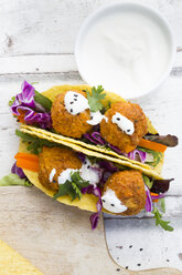 Tacos with mixed salad, sweet patato Falafel, carrot, red cabbage, yoghurt sauce, parsley and black sesame - LVF07230