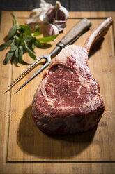 Raw tomahawk steak, garlic and herbs - MAEF12676