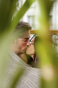 Kissing couple wrapped in blanket - CUF40623