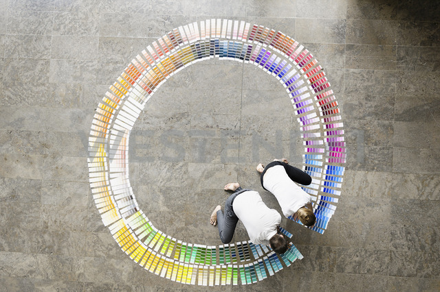 Business people examining paint swatches - CUF40875