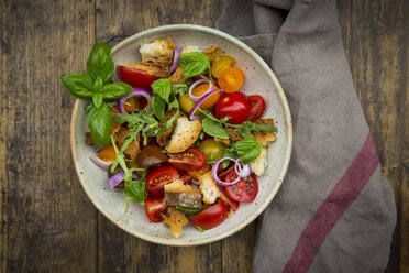 Panzanella made of roasted Ciabatta, rocket, red onions, tomatoes and basil - LVF07265
