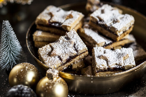 Linzer cookies with mulled wine filling - SBDF03646
