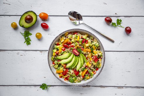 Bowl of bulgur salad with bell pepper, tomatoes, avocado, spring onion and parsley - SARF03828