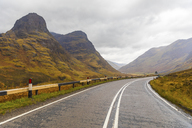UK, Scotland, scenic road through the mountains in the Scottish highlands near Glencoe with a view on the Three Sisters - WPEF00676