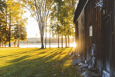Canada, Ontario, wooden barn inside Algonquin park at sunset - WPEF00703