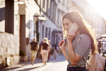 Young woman on cell phone in the city - ABIF00691