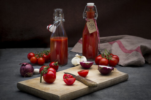Homemade tomato ketchup - LVF07292