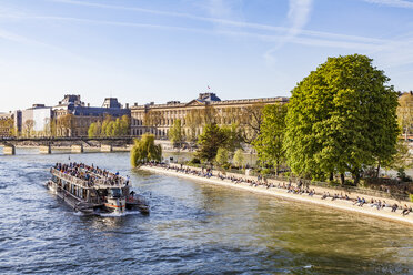 France, Paris, Tourist boat on Seine river with Louvre in background - WDF04712