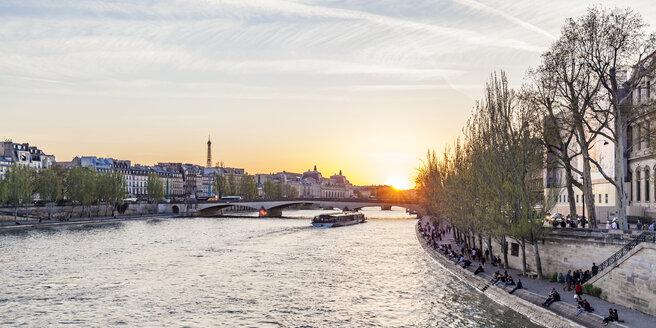 France, Paris, Pont du Carrousel with tourist boat at sunset - WDF04715