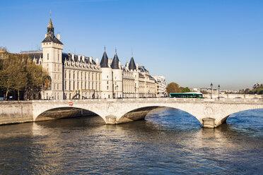 France, Paris, Palais de Justice and Pont au Change - WDF04721