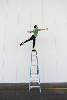 Acrobat balancing on ladder - AFVF00905