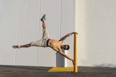 Acrobat training on a pole - AFVF00968