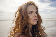 Portrait of a redheaded woman on the beach - KNSF04219