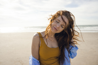 Portrait of a redheaded woman on the beach, with eyes closed - KNSF04249
