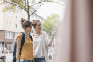 Girlfriends on a shopping spree in the city - JOSF02344