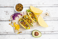Vegetarian tacos filled with in curcuma roasted chick peas, yellow paprika, avocado, salad and red cabbage - LVF07327