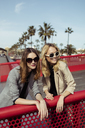 Portrait of two fashionable young women wearing sunglasses - MAUF01526