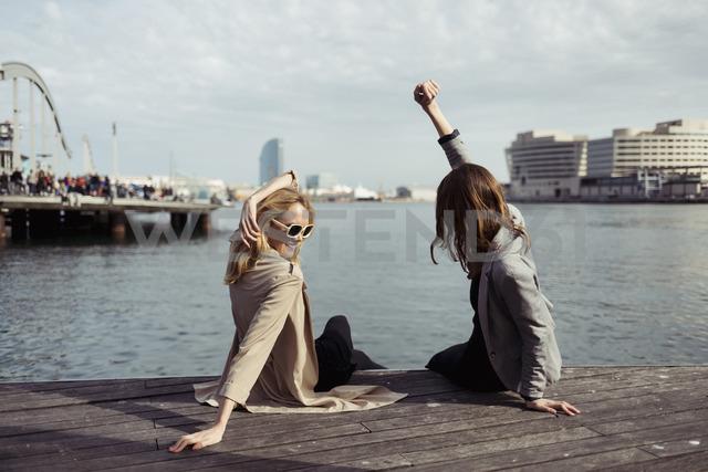 Spain, Barcelona, two young women having fun - MAUF01532