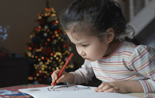 Little girl with sketch block at Chrismas time - AZF00041