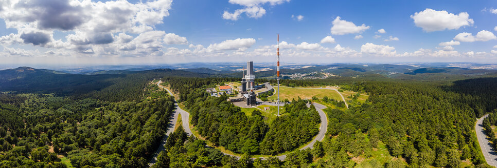 Germany, Hesse, Schmitten, Aerial view of Grosser Feldberg, aerial mast of hr and viewing tower, Oberreifenberg in the background - AMF05901