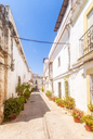 Spain, Andalucia, Tarifa, cobbled lane in old town - SMAF01078