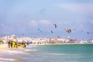 Spain, Andalucia, Tarifa, windsurfers and kite surfers on the beach - SMAF01084