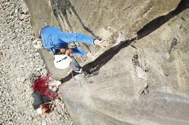 Austria, Innsbruck, Martinswand, man climbing in rock wall - CVF00996
