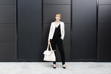 Fashionable businesswoman wearing black and white clothes - GIOF04017