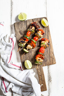 Grill skewers with grilled chicken, tomato, bell pepper and zucchini on chopping board - SBDF03710