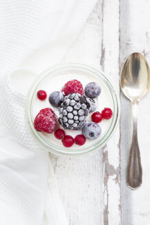 Glass of Greek yogurt with frozen berries - LVF07350