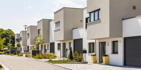Germany, Bavaria, Neu-Ulm, modern one-family houses, efficiency houses - WDF04773