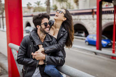 Spain, Barcelona, happy young couple in the city - MAUF01584