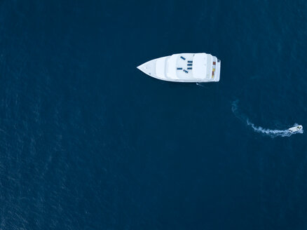 Maldives, Aerial view of yacht and small boat - KNTF01165
